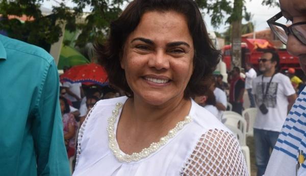 Mulher do prefeito Domingos Dutra se envolve em confusão na Estrada do Sítio Grande em Paço do Lumiar. Vejam as imagens.