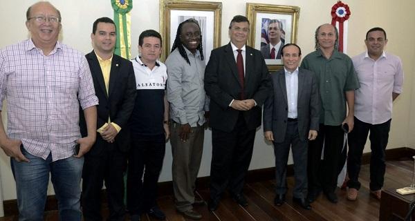 O Governador Flávio Dino recebeu líderes do movimento reggae no palácio dos Leões onde foi debatido o fortalecimento do estilo musical que é uma das maiores marcas da cidade de São Luís.