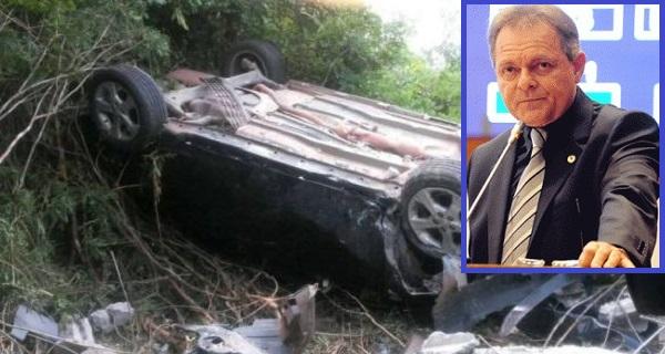 O carro do ex-deputado Hélio Soares ficou destruído.
