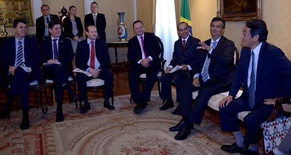 O governador Flávio Dino recebeu Kunio Umeda, o embaixador do Japão no Brasil, ao lado do vice-governador Carlos Brandão, secretários de Estado e outras autoridades.