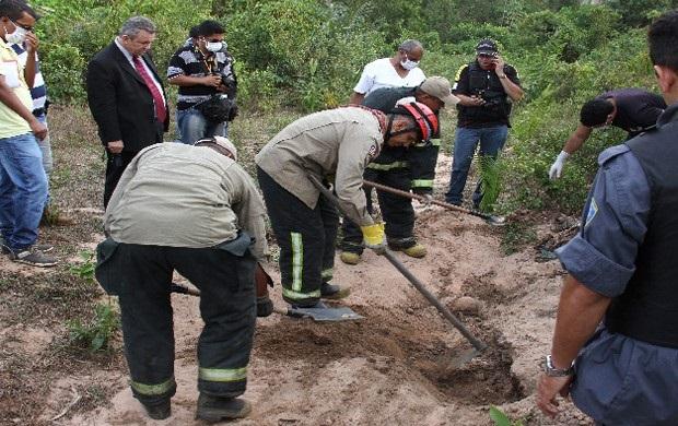Ossada foi encontrada em um matagal na estrada do Gapara.
