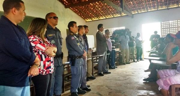 POLICIAIS PARTICIPAM UNIFICADOS.