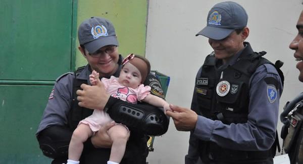 POLICIAL RENATO QUE SALVOU O BEBÊ.
