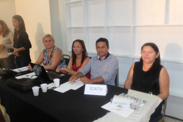 PREFEITO DUNGA, SECRETÁRIA ROSÁLIA, ASSESSORA LISE CORRAUX E A SECRETARIA DE EDUCAÇÃO IVANILDES RÊGO.