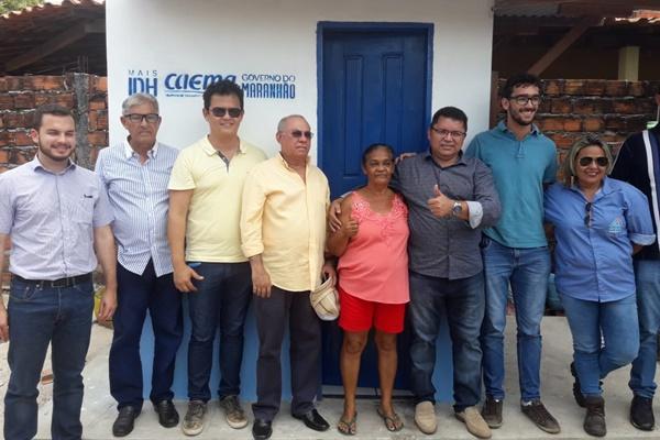 Prefeito George Luiz, realiza entrega de 50 KIT'S Sanitários em Primeira Cruz.