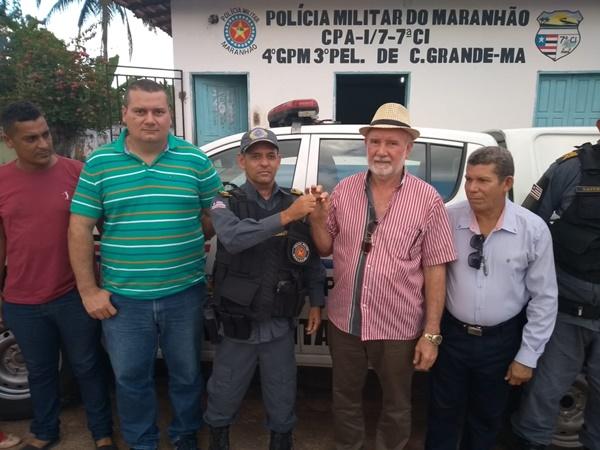 Prefeito Tonhão recebe do Governo do Estado nova viatura para a Polícia Militar de Cachoeira Grande.