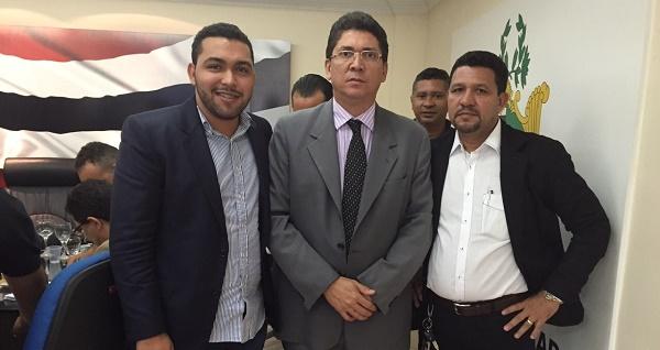 PRESIDENTE DA CÂMARA DE MORROS MAYRON, JEFFERSON PORTELA E O PRE-CANDIDATO PARAIBA.