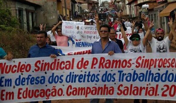 Professores param por 48 horas e reclamam de descaso do prefeito de Paulo Ramos.