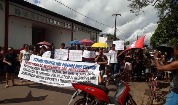Professores municipais de Anajatuba decidem paralisar atividades.