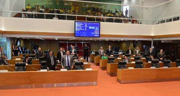 Poucos parlamentares têm comparecido ao plenário para votar as matérias do Governo.