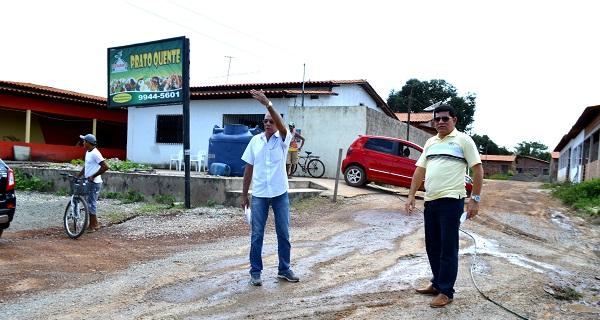 Prefeito Alan Linhares no bairro Alto Paraíso.