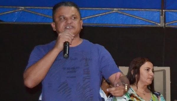 Prefeito Paulo Veloso.