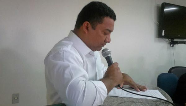 DE ANJO VIROU CÃO: Prefeito de Presidente Vargas mostra quem ele éexonerando todos os funcionários de cargos comissionados.