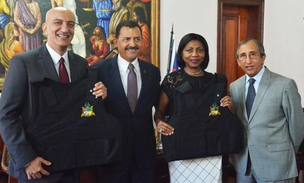 Oficiais de Justiça da Ilha de São Luís, recebem coletes balísticos.
