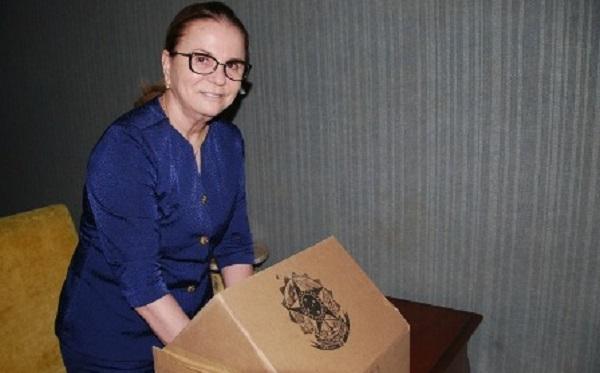 REGINA ROCHA DERROTA LINO CURVELO, É RECONDUZIDA AO CARGO DE PROCURADORA-GERAL DE JUSTIÇA.