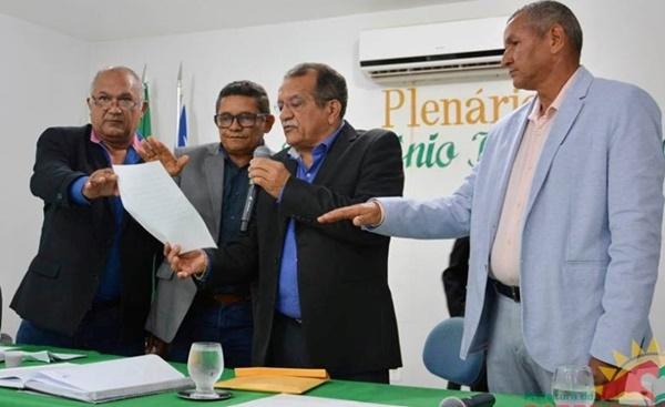 Prefeito Albérico se afasta para tratar saúde e o vice-prefeito de Barreirinhas assume.