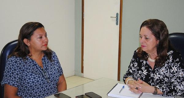 Reitora Nair Portela recebeu em seu gabinete, nesta segunda-feira (18), a prefeita de Santo Amaro, Luziane Lisboa.