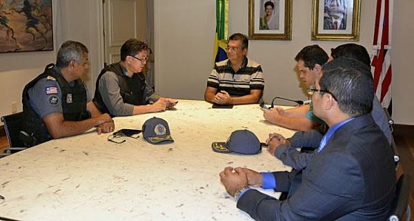 Reunião governador e a cúpula da segurança.