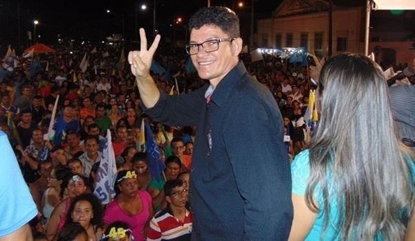 Prefeito Municipal Romildo do Hospital(PSDB) volta ao cargo sob força de liminar, 24h depois de ter sido afastado.