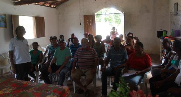 SUPLENTE DE SENADOR PAULO MATOS, DIRETOR DA AGERP E DIRETORA DA UPA DE MORROS LUCIANE NA REUNIÃO DO SINTRAF.