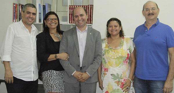 Secretário Robson Paz em reunião com professores do Departamento de Comunicação Social da UFMA para definir parceria institucional para o evento.