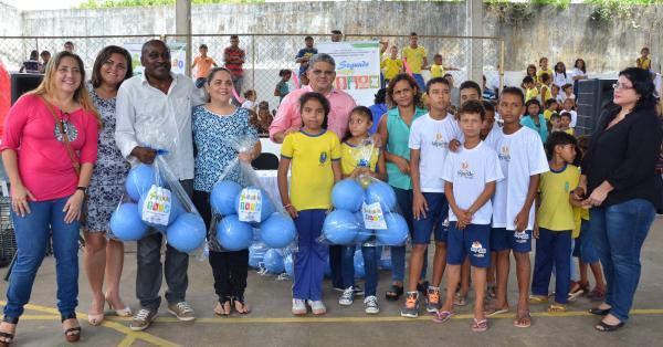Secretário de Educação, Geraldo Castro Sobrinho, na solenidade que oficializou a entrega das 300 bolas.