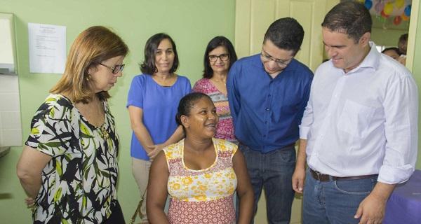 Secretário de Estado da Saúde, Carlos Lula e o prefeito de São Luís, Edivaldo, acompanham vacinação.