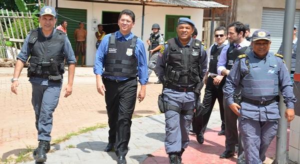 POLICIA FAZ O CERCO À BANDIDAGEM NO BAIRRO DO COROADINHO.