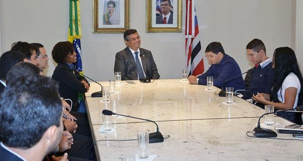 Solenidade no Palácio dos Leões com o governador Flávio Dino, o diretor geral do Detran, Antônio Nunes, e a secretária Tatiana Pereira.