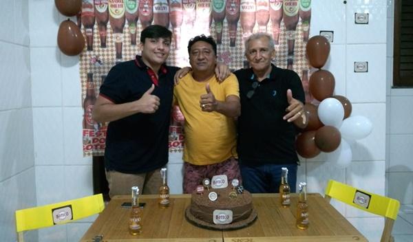 Diretor do Portal do Munim prestigia festa de aniversário de ex-secretario de saúde de Morros, senhor Clodomir (Miso) e de seu filho Andrey.