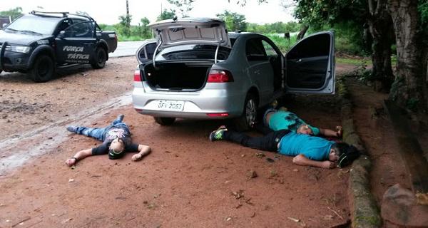 Três suspeitos de assalto levaram a pior em troca de trios com policias da Força Tática da PM.