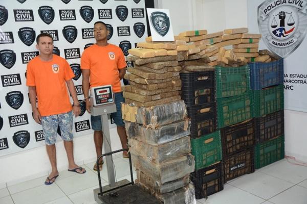 Polícia apresenta dupla presa com uma tonelada de maconha avaliada em R$ 1,5 milhão.