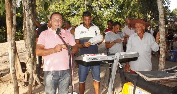 VEREADOR CARLOS AUGUSTO GRITANDO BINGO.