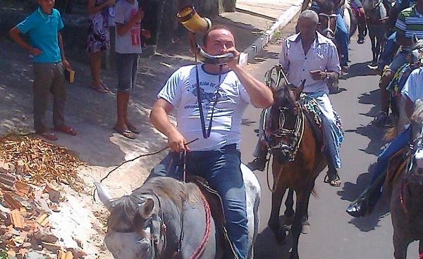 VEREADOR CARLOS AUGUSTO TOCANDO O BERRANTE.