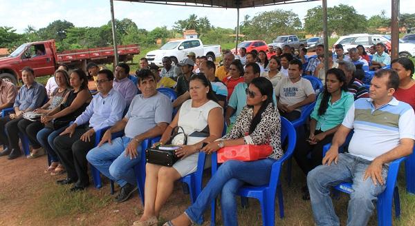 VEREADORES, SECRETÁRIOS E AGRICULTORES PRESENTES.