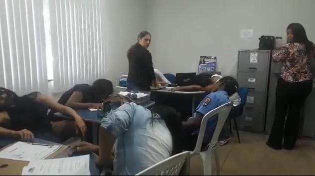 Funcionárias da prefeitura de Bacabeira transforma local público de trabalho em danceteria.