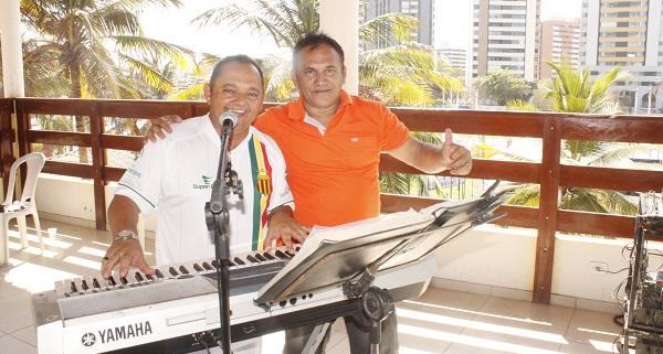 VOCALISTA PINHEIRO E O AMIGO.