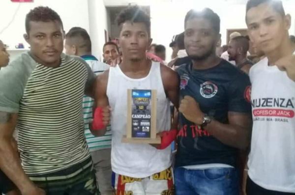 Jovem rosariense Valdivino Junior, sagra-se Campeão em evento de MMA.