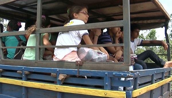Veículos não oferecem o mínimo de segurança durante as viagens dos alunos.