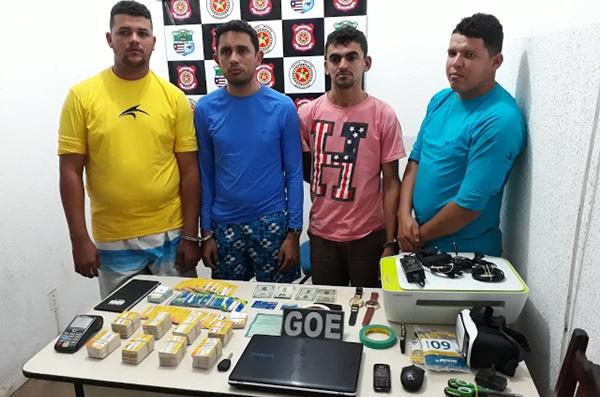 Quatro homens são presos com mais de 500 cartões do Bolsa Família no Maranhão.