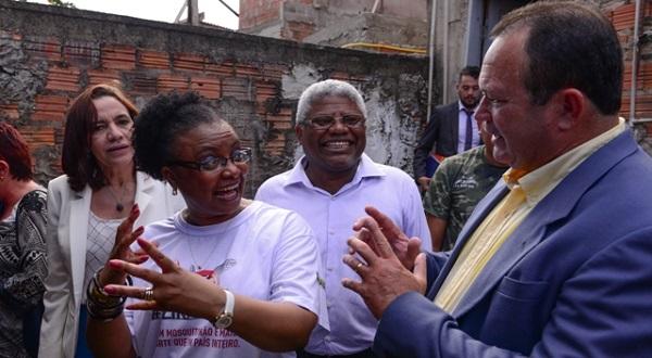 Vice-governador Carlos Brandão e ministra Nilma Lino visitam residências para identificação de possíveis criadouros do mosquito transmissor do Zika Vírus.