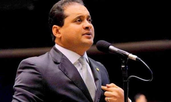 Autor das '10 medidas' de combate à corrupção é investigado por corrupção.