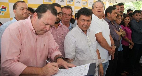 assinatura do Termo de Doação do terreno de dois hectares para construção da unidade do Instituto de Educação, Ciência e Tecnologia do Maranhão (IEMA).