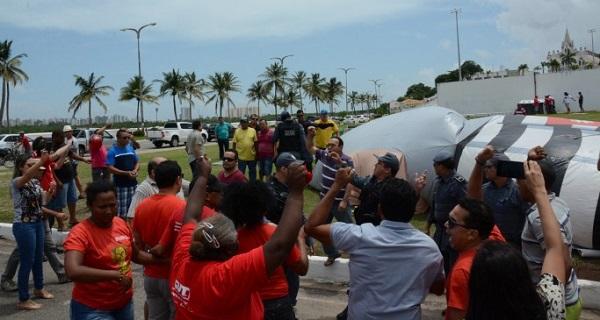 PROTESTO GERA BRIGA ENTRE MANIFESTANTES NA PRAÇA MARIA ARAGÃO EM SÃO LUÍS.