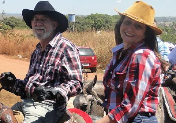 prefeita Gleide Lima Santos, seu marido, Dalvadísio Moreira dos Santos.