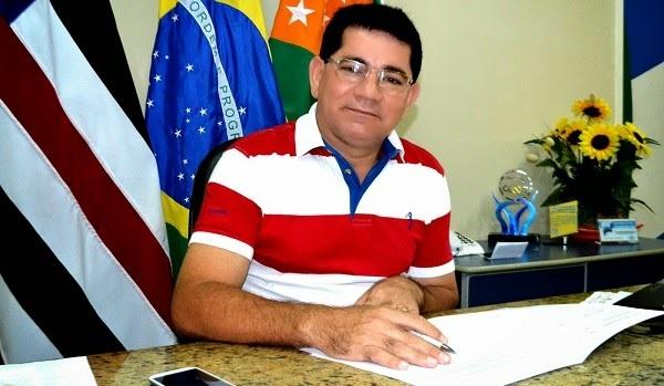 PREFEITO DE BACABEIRA ASSINA ORDEM DE SERVIÇO PARA CONSTRUÇÃO DE MAIS UMA UNIDADE DO CRAS. width=