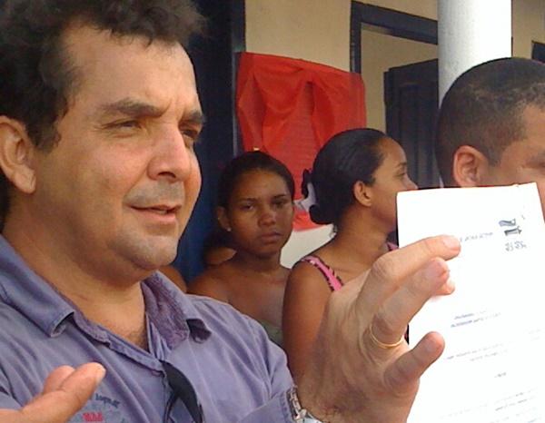 "Além de massacrar os professores, prefeito de Santa Rita exibe liminar nas redes sociais e é ""bombardeado""."