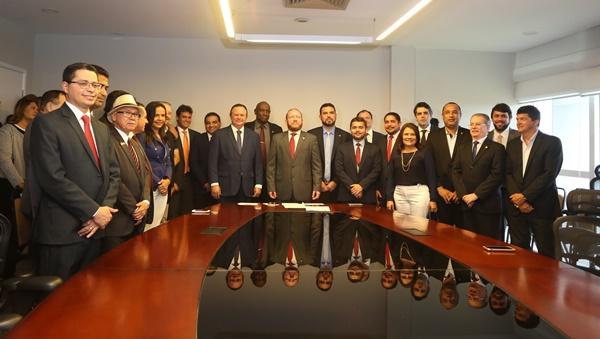 Governo prestigia posse de Othelino Neto na Assembleia Legislativa do Maranhão.