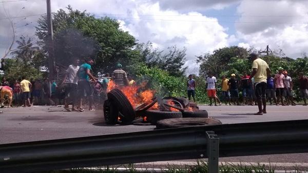 PROTESTO E FECHAMENTO DA MA-402.